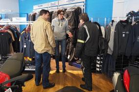 Mit freundlicher und kompetenter Beratung findet jeder sein passendes Outfit.