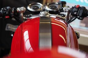 Triumph Thruxton R (H.Kühn), Motorrad-Center Dreispitz  -  Motorräder, Roller, Vermietung
