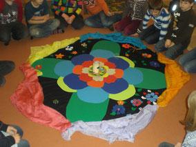 Morgenkreis - Sesselkreis mit schön gestalteter Mitte