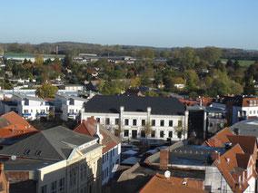 Als eine der ältesten Städte Mecklenburgs liegt Grevesmühlen eingebettet in der typischen Landschaft aus Hügeln, Wäldern und einer direkten Lage an zwei Seen