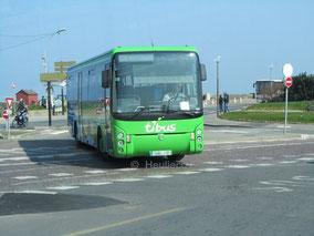 Irisbus Ares de la CAT en service sur la ligne 14 du réseau Ti'Bus, ici vu à Saint-Vincent (Saint-Malo).