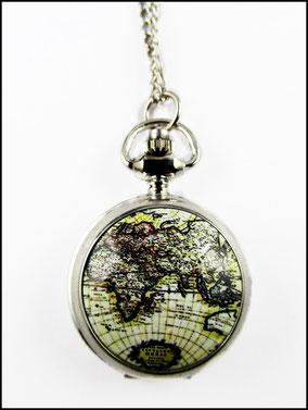 Silberne Kettenuhr mit alter Weltkarte
