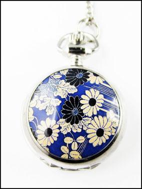 Weisse Blüten Kettenuhr