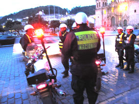 die Polizei formiert sich....