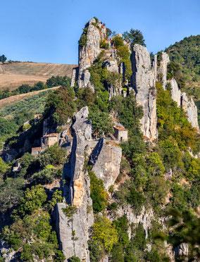 Tracce dell'antica rocca fra le falesie
