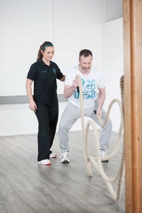 Zum Einsatz kommen innovative Trainingsgeräte, welche den ganzen Körper fordern
