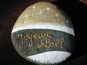#pebblesart #galetpeint #acrylique joyeux noël