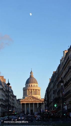 Le Panthéon vue de la rue Soufflot, photo non libre de droits