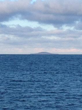 Ostsee und in der Ferne die Insel Blå Jungfrun