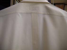 ワイシャツの後ろ肩部分