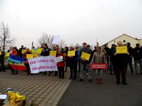 Bündnis gegen Rechts und engagierte Bürgerinnen und Bürger in Wenigenlupnitz.