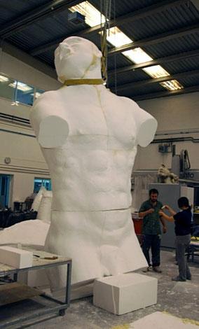 Coloso, Escultura de 6,5 m en poliespan