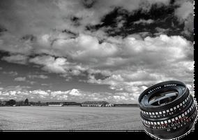 Schwarzweiss-Landschaftsfoto Scheune auf freiem Feld. Aufnahme mit 3,5/30 mm Lydith Meyer-Optik Görlitz. Foto: Dr. Klaus Schörner