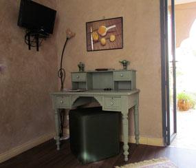 Espace bureau dans la chambre Muscade au Riad le Jardin des Epices à taroudant, Maroc