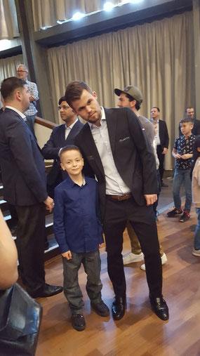 Вместе с действующим чемпионом мира Магнусом Карлсеном на GRENKE Chess Open 2019