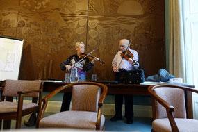 フィドルのレクチャーはキャサリン・ネスビット(左)とパディ・ライアン(右)が担当。キャサリン・ネスビットはリバーダンスの専属フィドル奏者で、ケルティックウーマンのメンバーでもある「マレード・ネスビット」のお母さん。