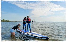 stand up paddling am salzhaff in Rerik in der surfschule