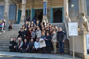 築地本願寺にて記念撮影