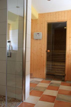 Badezimmer mit Sauna für 1 - 4 Personen