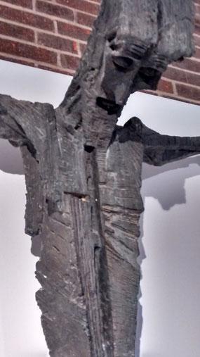 Crucificado de Jose María Subirach 1961. Bronce.210x190cm. Convento de los Dominicos de Parquelagos.