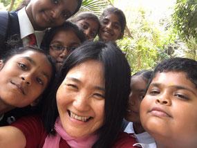 バンガロールにて仲良くなった子どもたちと♪