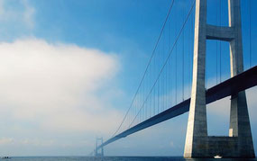 Die 19 km lange Storebelt Brücke in Dänemark die über  Salzwasser führt wurde mit Protectosil CIT gegen Korrosion und Salzwasser imprägniert.