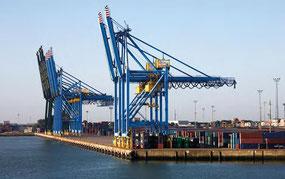 Die Kaimauern vom Containerhafen Zeebrugge wurden Mitte der 90er Jahre mit Protectosil CIT gegen Salzwasser und extremer Korrosionsgefahr durch Ebbe und Flut geschützt. Probebohrungen zeigten nach so langer Zeit eine völlig intakte rostfreie Bewehrung.