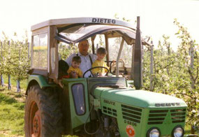 Martin Wollseifen gemeinsam mit seinen Enkelinnen