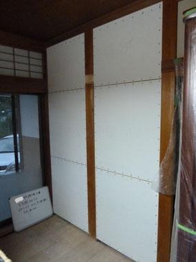 床、天井をはがさないで面材を張り耐力壁仕様にした箇所。