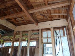 梁とかつ木を合板にて補強、金物取付