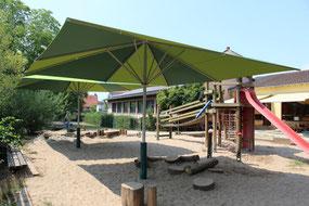 ✅ Große Sonnenschirme im Kindergarten Erlensee von MAY