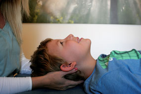 Cranio Sacral Balancing unterstützt Kinder © Claudia Stift