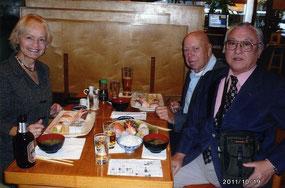 日本酒と寿司で歓談