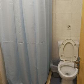 中国上海 華東師範大学 学生寮「2号楼」室内トイレ