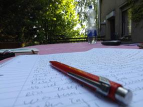 Draußen schreiben auf der Terasse