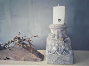 Stompkaars wit D 10 cm, H 15 cm (Rustic candle Brynxz), Stoer, Sober, Industrieel, Puur, Robuust, Grof, Landelijk wonen, Sfeervol, Geleefd, Stijlvol, Doorleefd, landelijke stijl, landelijke decoratie, vintage.