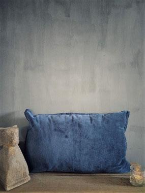 Kussen Santiago Dark Blue merk Unique Living, Stoer, Sober, Industrieel, Puur, Robuust, Grof, Landelijk wonen, Sfeervol, Geleefd, Stijlvol, Doorleefd, landelijke stijl, landelijke decoratie, vintage.