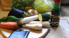 Zutaten für die asiatischen Gemüsenudeln