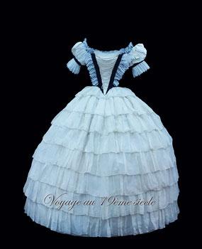 Location costumes historiques robe de bal Vichy Bordeaux Paris