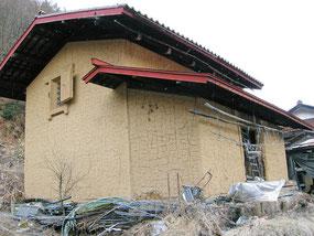土蔵壁古民家暮らしに花添える