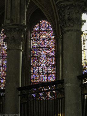 Bild: Fenster der  Cathédrale Saint-Étienne in Auxerre