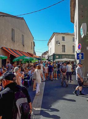 Bild: Markttag in Gruissan