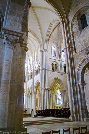 Bild: Im Innern der Basilika Sainte-Marie-Madeleine in Vézelay