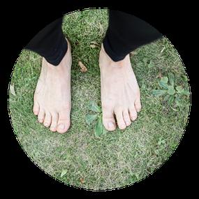 Symbolfoto: Füße; MANYO Yoga; Yoga für die Füße; Workshop für Füße, Knie, Beine; Fuß- und Beinachsen; Fußfehlstellung; schmerzfreie Füße; Fußübungen