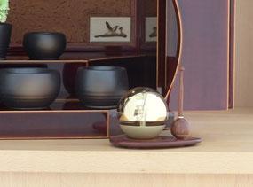 飛騨春慶小型仏壇 勾玉~真田丸~には、たまゆらりんをセット
