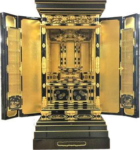 伝統的な呂色漆研ぎ出し蒔絵仕様の最高級のお仏壇は総手打ち金具など匠の技が光ります