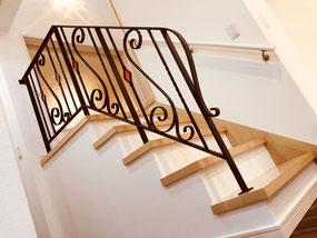 【オープン階段】ステンドグラスを入れる事で、ロートアイアン調のスチール手摺も生きます!