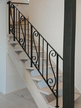 階段吹き抜け部分に、装飾がステキなロートアイアン調手すり