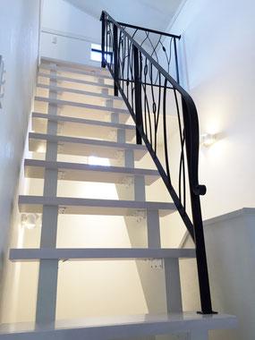 ストリップ階段にオーダーメイド豪華なアイアンてすり