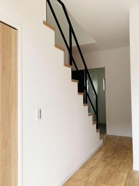 10段の階段手すり!アイアンは空間の広がりを演出してくれます。